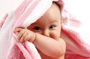 Синехии у девочки из-за инфекции